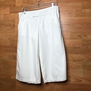 Mossimo Size 11 White Capris w/Embroidery on Legs